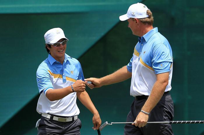 Ryo Ishikawa and Ernie Els at 2011 Presidents Cup 2 Photo credit Getty Images